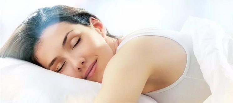 对于肌肤护理来说,睡眠、吃饭、洗澡,哪个应该最重要?